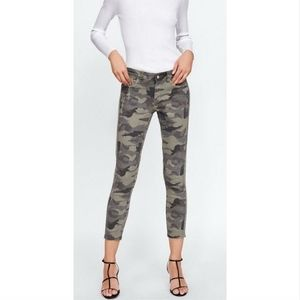 Zara Distressed Cropped Camo Jeans Size 4